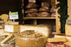 belvedere-christmas-market-cheese