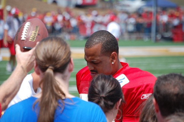 Watch Derrick Johnson demonstrate great athleticism in tight space. Photo by G.R. Allen.