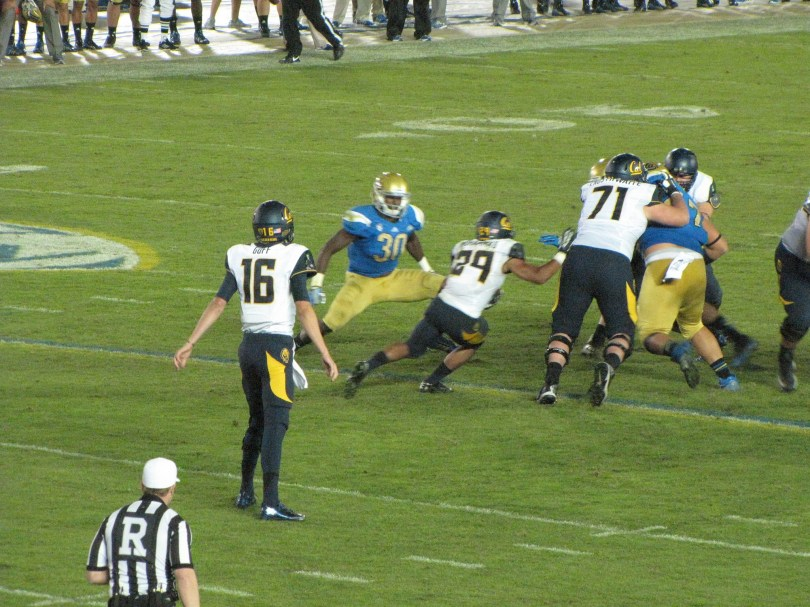 Photo of Myles Jack by Dinur.