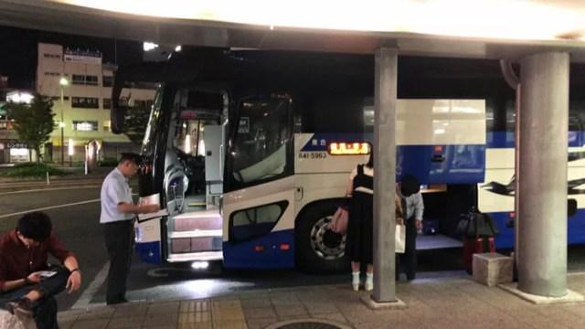 到着した夜行バス