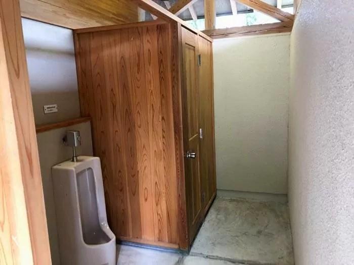 高梁美しい森キャンプ場トイレ内