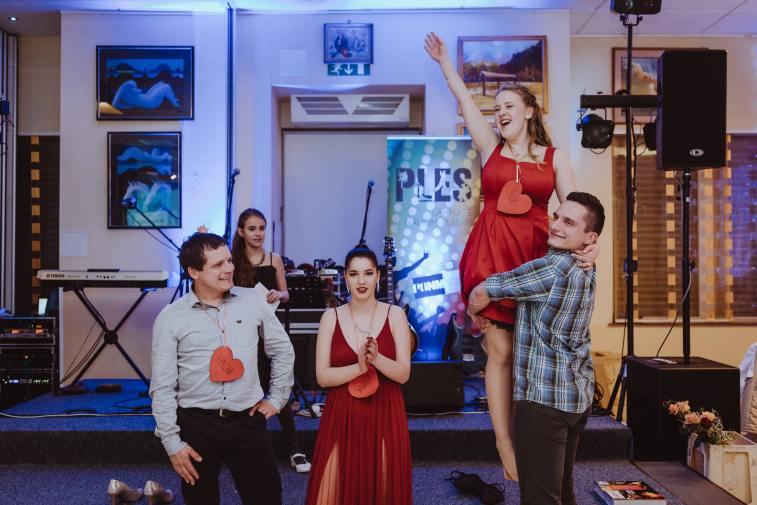 20180303-Maturantski-Ples-Farmacevtska-šola-4b-Galaksija-3586