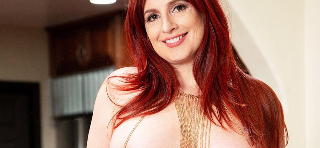 Amber Dawn, vrouw van middelbare leeftijd, gaat naakt