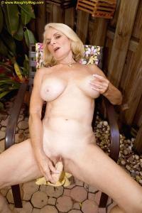 Lekker masturberen in de tuin