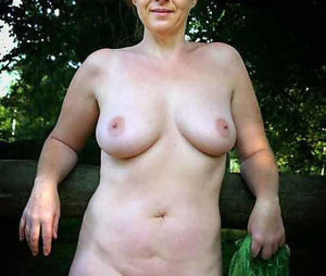 Porn Pics Of Undevious Busty Mature