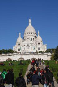 crowds at Sacre Coeur