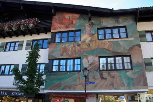 Mohrenplatz - scenes depicting traditional Bavarian life