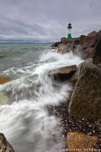 Wellen-Leuchtturm-Sassnitz-Ruegen