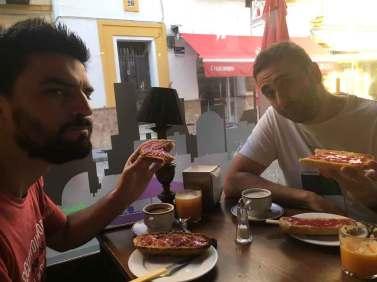 Desayunando con Juan e Ibon en la WordCamp Sevilla 2016