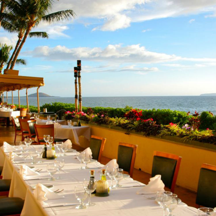 happy hour at sarentos on the beach - maui happy hours