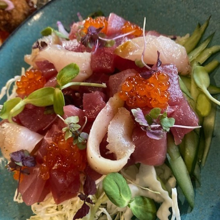 what is the happy hour at lineage maui