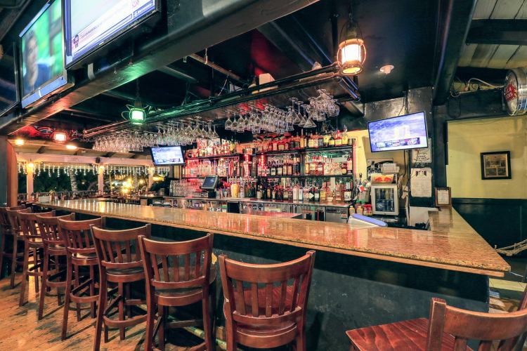 Best Dive Bars Lahaina Maui