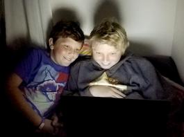 children negative effects screen time