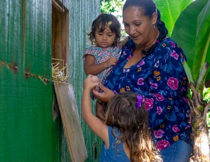 Maui Farm women support