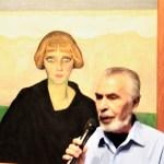 Tomás Zurián junto al retrato de Nahui Olin de Gerardo Murillo (Dr. Atl) de 1922.