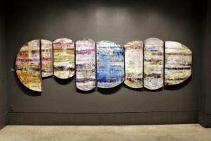 """Escritura abierta 99 ZAC (8 piezas), 2018, Virginia Chévez, óleo sobre lino y madera, exposición """"Pied à terre""""."""