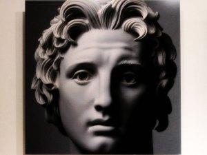 "Armp Brecker (1900-1991) Escultura 1. Fotografía de Massimo Listri, papel fotográfico sobre lámina de aluminio, año 2017, exposición ""No me quites tu risa""."