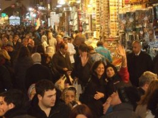 """Meeting a new """"friend"""" at the Egyptian Bazaar in Istanbul, Turkey"""