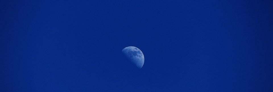 moon-Blue769918_1920