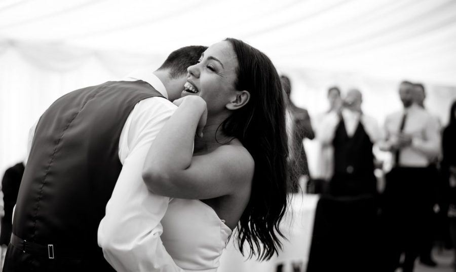 Stunning-image-of-first-dance