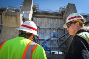 Replacing gates at New Hogan Dam