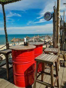 Table décoration en fut de métal a Lamai Beach