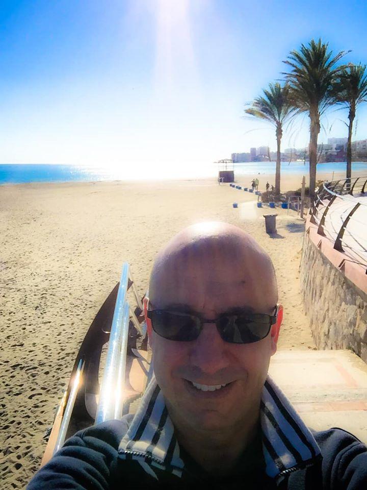 Bernie sur la plage près de Malaga en Andalousie.