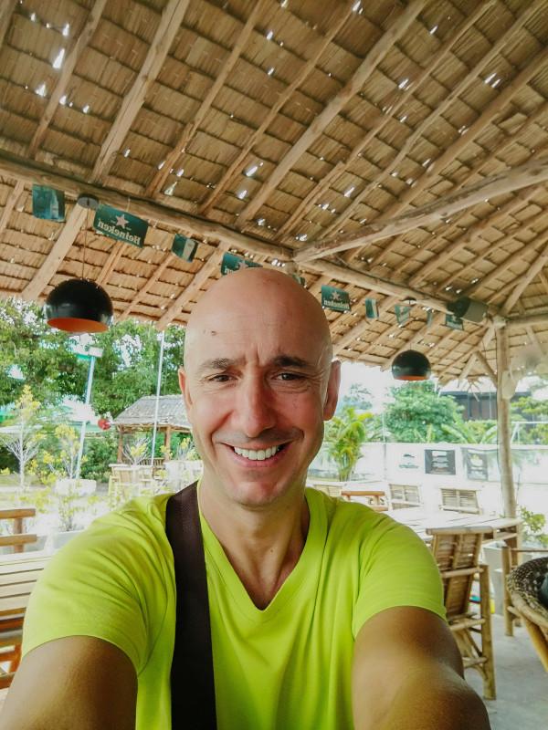 Bernie est a Samui Petanque (Michel Petanque), a cote du garage scooters de Samui Decouverte.