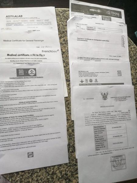 Les différents documents qui constituent le dossier pour rentrer en Thaïlande depuis la France.