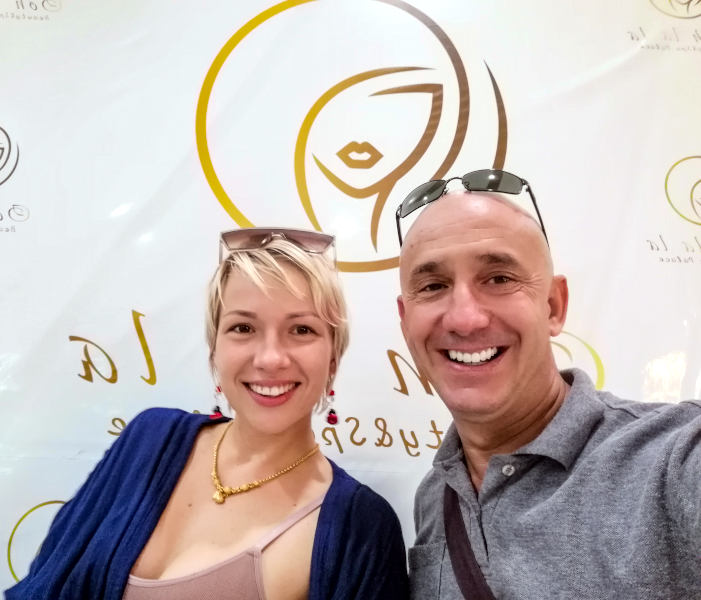 Tatiana et Bernie Samui dans le salon de beauté  de Tatiana, Ooh La La Beauty & SPA Palace a Kh Samui.