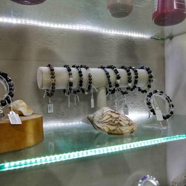 Bracelets avec des pierres noires énergétiques a Koh Samui