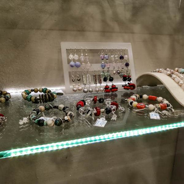 Bracelets et bijoux avec des pierres énergétiques a Koh Samui