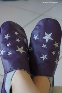 pieds croisés