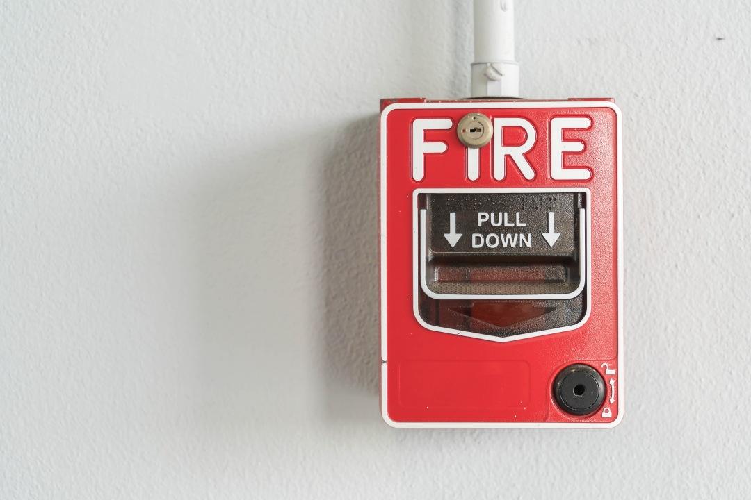 Lengkap! Pengertian, Jenis-Jenis, Fungsi, Hingga Cara Menggunakan APAR untuk K3 (Alat Pemadam Api Ringan)