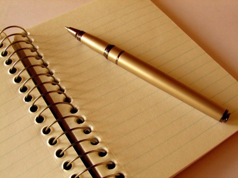 كيف أكتب مقدمة تقرير صحيحة