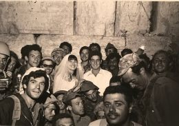 The first wedding at the Western Wall after '67 War