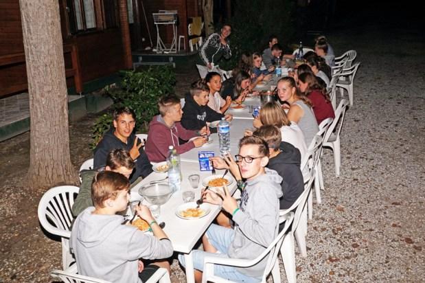Abendessen_vor_den_Bungalows
