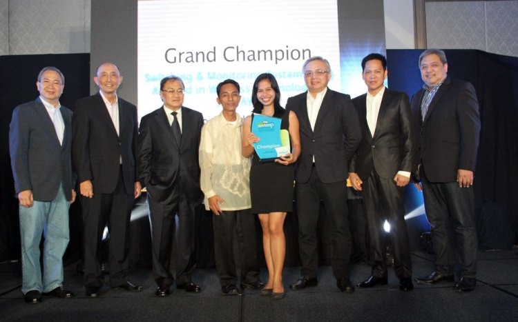 Frances Marie Kagahastian of Colegio De San Juan Letran receives her award for winning the top prize in the 9th SWEEP Innovation and Excellence Awards. With her are (from left) PLDT-Smart public affairs head Ramon Isberto, PLDT president and CEO Napoleon Nazareno, PLDT and Smart chairman Manny Pangilinan, her teacher-mentor, an official from the Department of Science and Technology, PLDT and Smart technology head Rolando Peña and technology group head Mar Tamayo. (Photo provided by Smart)