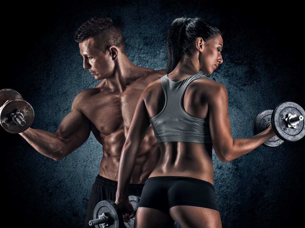 筋肉トレーニングをする男女