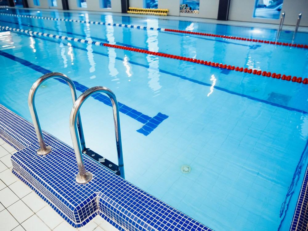 競泳用のプール