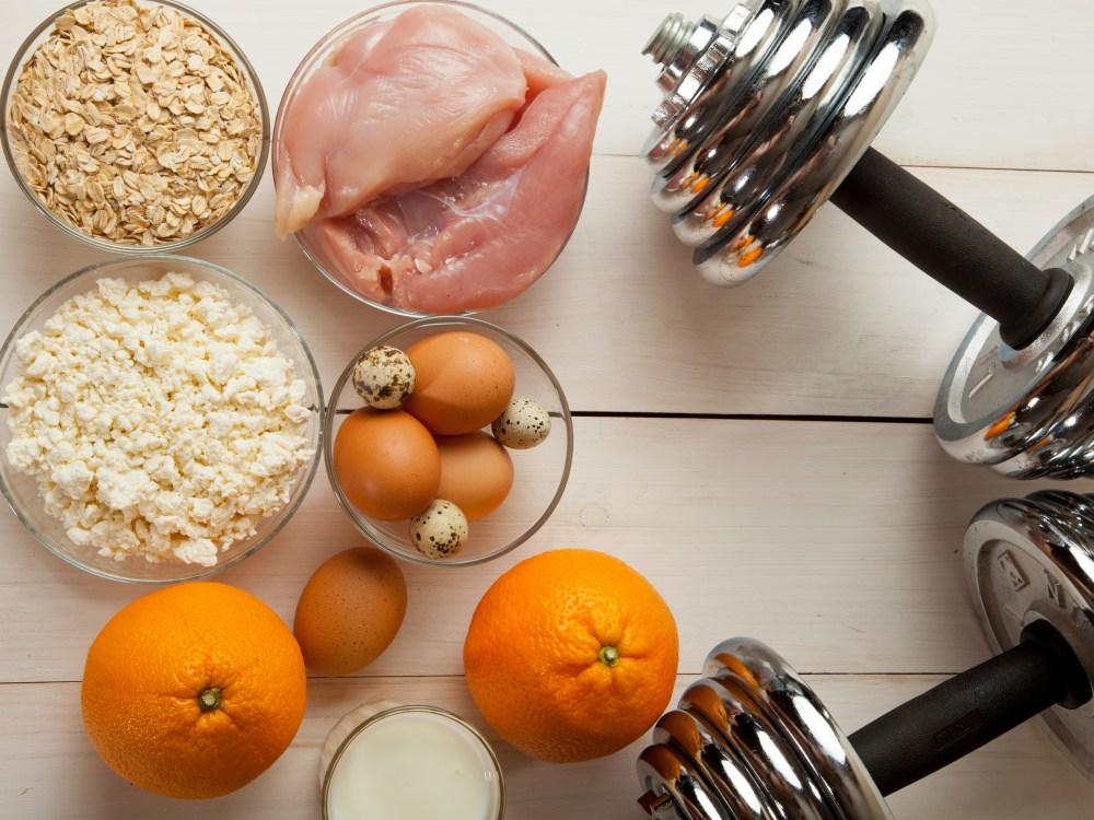 筋トレと食事の関係性を表すイメージ