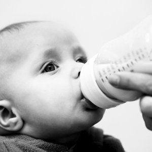 bebe-biberon-blessures
