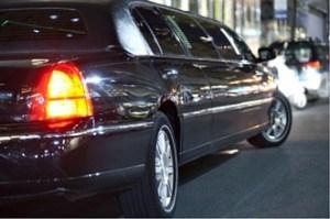 limousine service 300x199 Mercedes Limousine booking Singapore