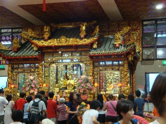 caption 300x225 Kuan Yin Thong Hood Cho Temple in Singapore