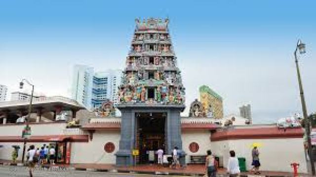 download 7 300x168 Little India in Singapore