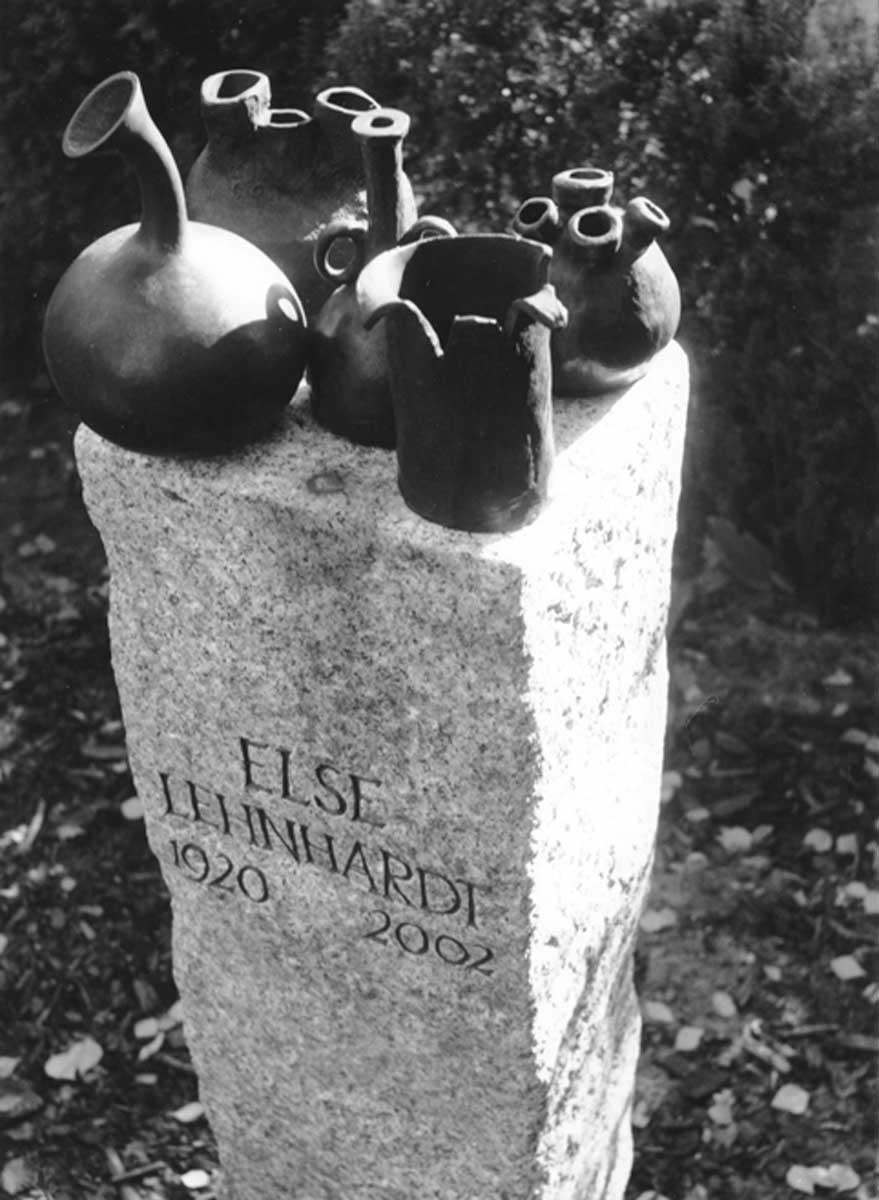 Grabmal für Else Lehnhardt, Friedhof Bornstedter Straße, Berlin-Grunewald, entworfen und gestaltet von Maximilian Klinge