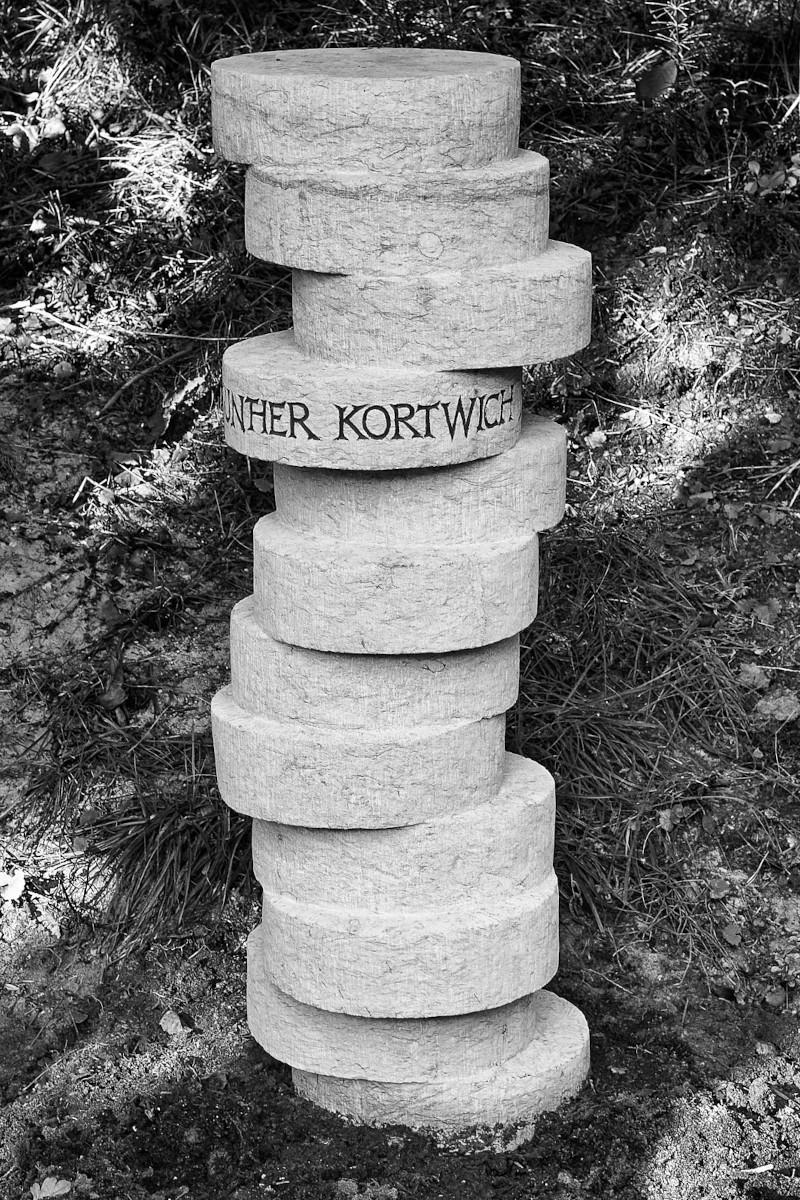 Grabsäule für Gunther Kortwich