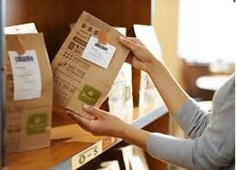 5 Ways Panera Bread Creates an Engaging Customer Experience - A Case Study Customer Experience Marketing  Panera-Bread-pick-up-space