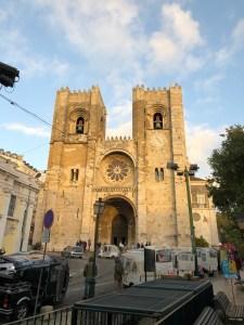 Sé De Lisboa is the area's cathedral