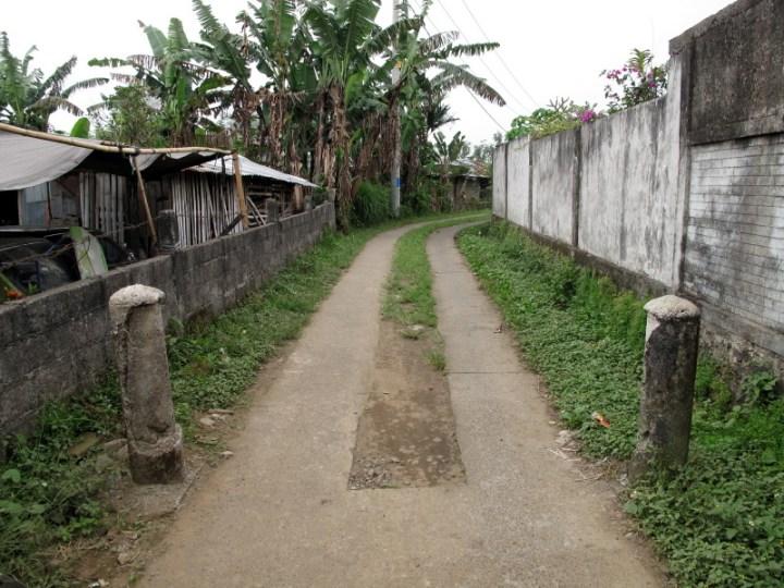 Narrow-road-for-motobike-2
